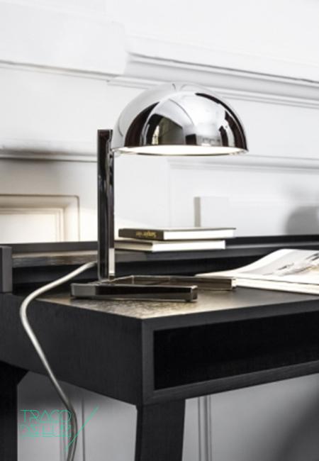 MJA é um candeeiro de mesa com design de Jacques Adnet, composto por um difusor esférico e um pé quadrangular com acabamento metalizado e brilhante. Jacques Adnet, um dos grandes designers modernistas do Séc.XX, desenhou MJA em 1930 mas este candeeiro elegante foi produzido apenas em 2005 sendo agora apresentado pela Lumen Center Italia. MJA é um candeeiro de mesa composto por uma tampa esférica e um pé quadrangular com acabamento metalizado e brilhante. Dimensões ø 16 x 25 cm Cor metal brilhante Suporte E14 Lâmpada não incluída. Prazo de entrega 3 a 4 semanas + info Para + info sobre quantidades, cores e tamanhos eshop@tracoluz.com