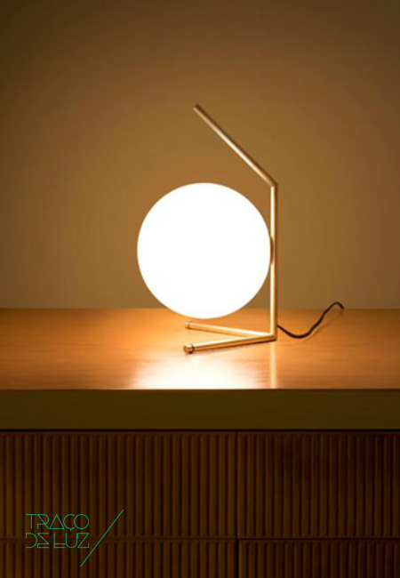 IC T1 Low dourado, candeeiro de mesa da marca Flos, na Traço de Luz iluminação, Portugal