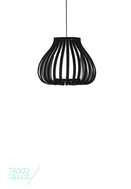 Bailaora é uma luminária modular e versátil que pode ser apresentada isoladamente ou composta. Permite criar três composições diferentes ampliando o candeeiro através de módulos. Bailaora é um candeeiro de suspensão disponível em duas cores branco ou preto.