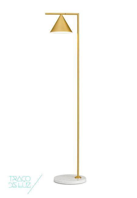 Captain Flint é um candeeiro de chão com design de Michael Anastassiades para a Flos, que oferece luz directa de direcção ajustável. Disponível em preto ou dourado, Captain Flint é composto por uma base em mármore branco de Carrara ou Mármore preto de Marquina, uma linha de metal na qual está disposto um cone, que contém a fonte de luz. Este cone roda sobre a linha transformando Captain Flint num candeeiro de leitura ou de iluminação de superfície. Captain Flint é um candeeiro da Flos com tecnologia LED e design minimalista e elegante.