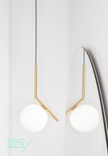 IC S1 dourado, candeeiro de suspensão da marca Flos, na Traço de Luz iluminação, Portugal