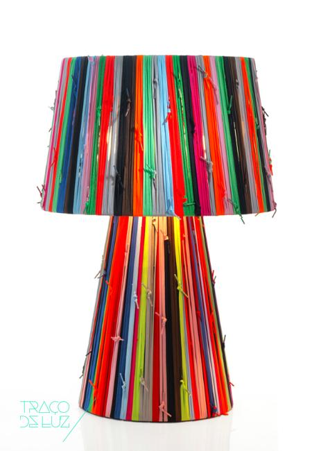 Shoelaces Gr colorido, candeeiro de mesa ou pé da marca Metalarte, na Traço de Luz iluminação, Portugal