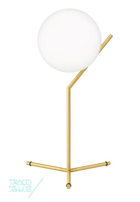 IC T1 High dourado, candeeiro de mesa da marca Flos, na Traço de Luz iluminação, Portugal