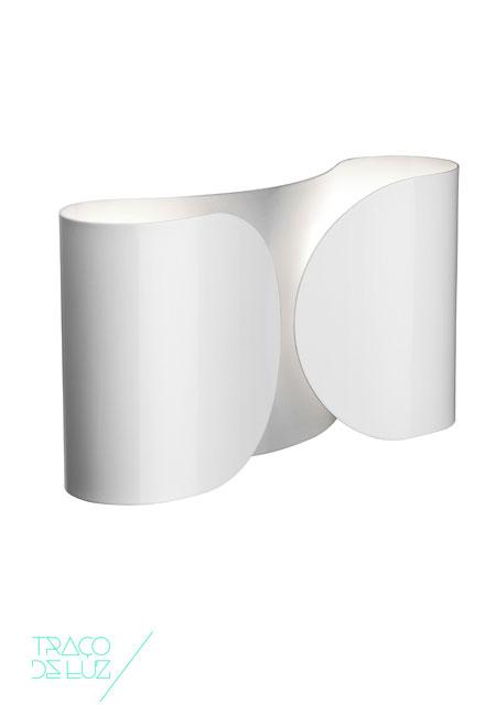 Foglio branco, aplique de parede da marca Flos, na Traço de Luz iluminação, Portugal
