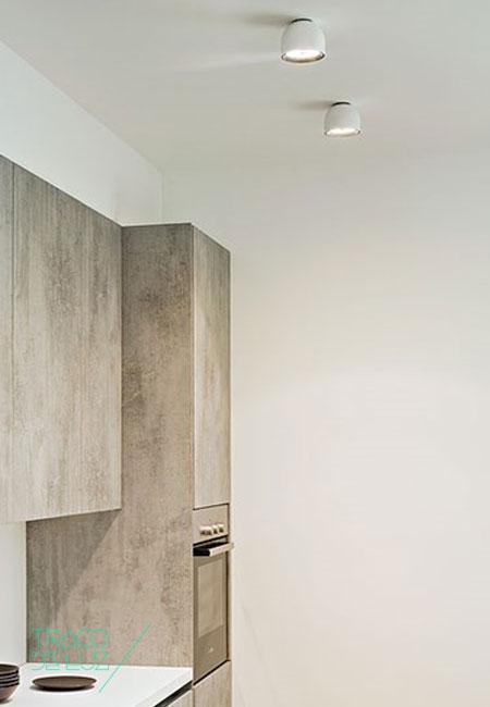 Wan branco, plafond de teto ou aplique de parede da marca Flos, na Traço de Luz iluminação, Portugal