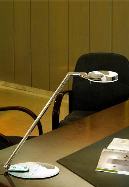 Perceval é um candeeiro de mesa ideal para leitura com design de Jordi Jané para a Milan Iluminacion. Dimensões ø 49,3 x 42,3 cm Cor cromado Fonte de Luz Led Incorporado Prazo de entrega 3 a 4 semanas +info Para + info sobre quantidades, cores e tamanhos eshop@tracoluz.com