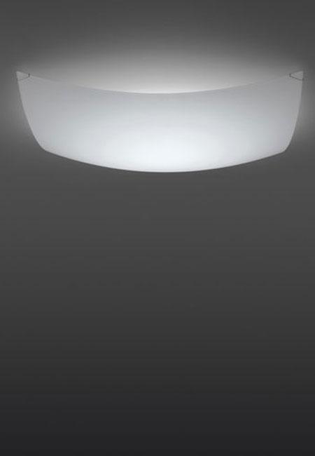 Quadra Ice é um aplique de parede ou candeeiro de tecto com difusor em vidro branco. Oferecendo uma iluminação difusa sem encadeamento, Quadra Ice cria um ambiente confortável e acolhedor. Dimensões 30 x 42x 8 cm Cor branco Fonte de luz Led Incluída Prazo de entrega 2 a 3 semanas; 1 exemplar disponível para entrega em 3 a 5 dias úteis + info Para + info sobre quantidades, cores e tamanhos eshop@tracoluz.com