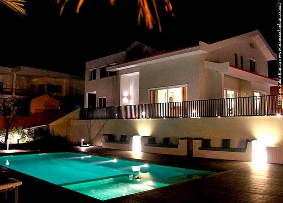 Moradia em Maputo com iluminação Modular e Ares, fornecida pela Traço de Luz