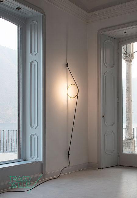 Wirering cinzento e preto, aplique de parede da marca Flos, na Traço de Luz iluminação, Portugal