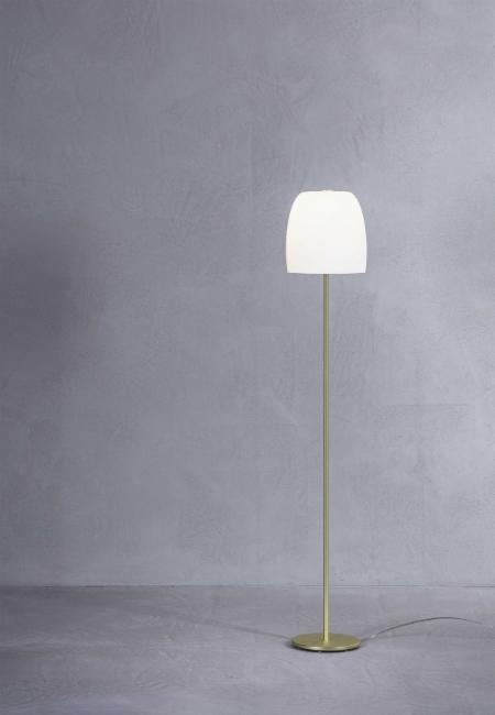 Notte F1 branco e dourado, candeeiro de pé da marca Prandina, na Traço de Luz iluminação, Portugal