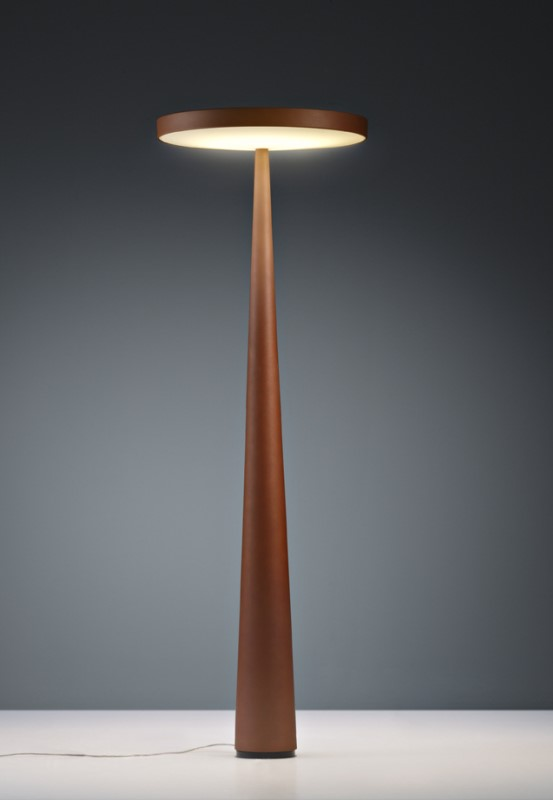 Equilibre F33 Outdoor castanho ferrugem ou rust, candeeiro de pé da marca Prandina, na Traço de Luz iluminação, Portugal