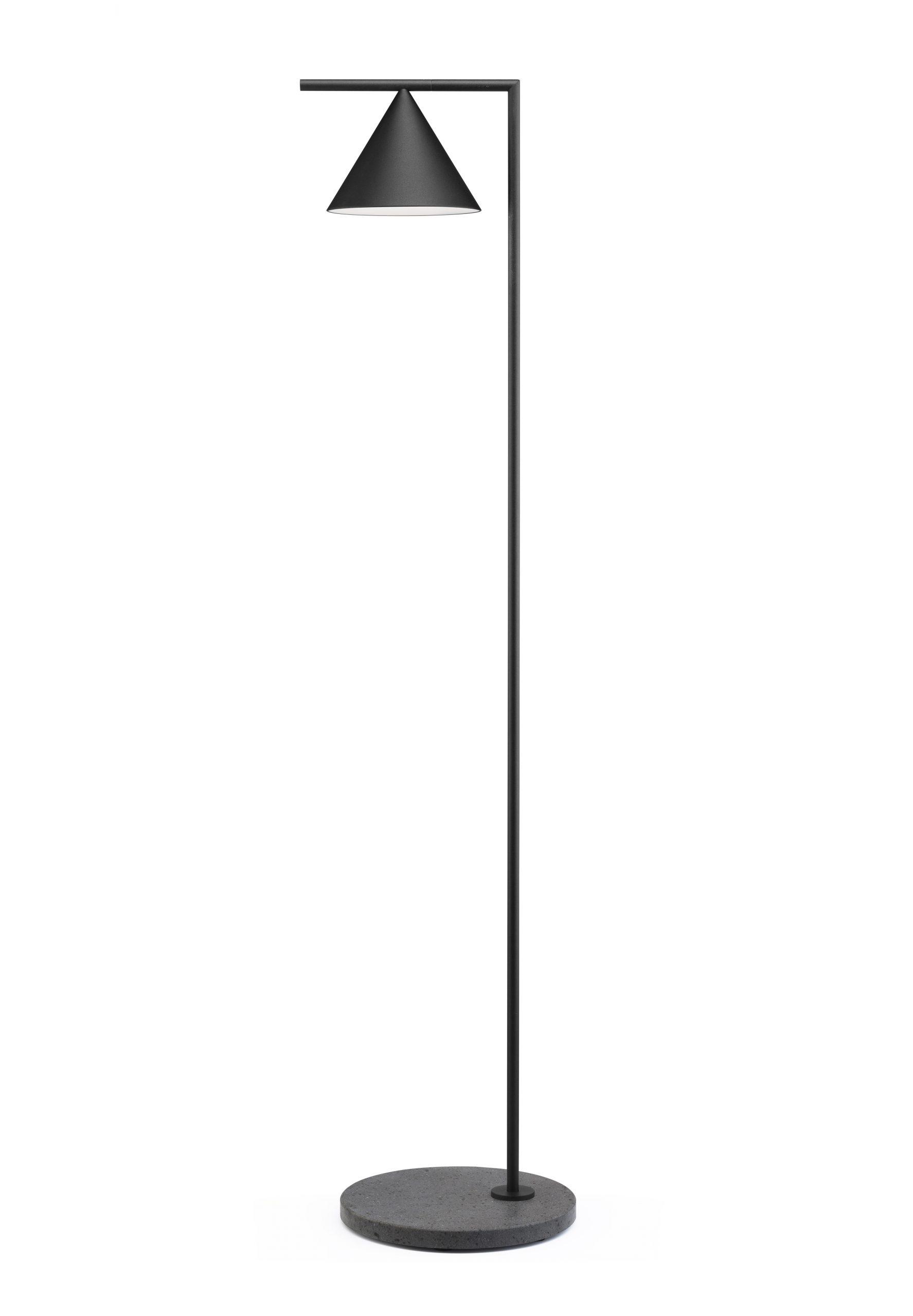 Captain Flint Outdoor preto, candeeiro de pé da marca Flos, na Traço de Luz iluminação, Portugal